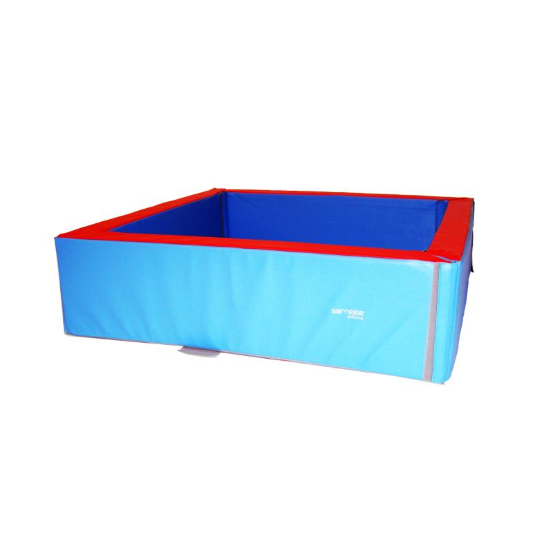 Piscine carr e balles ou boules pour enfants en mousse for Piscine decathlon pliable