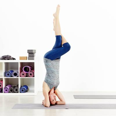 Tapis / Sur tapis yoga pliable  épaisseur 1,5 mm caoutchouc beige