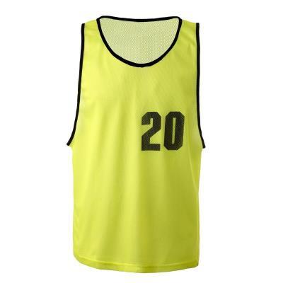 Lot chasubles de sport numérotées de 16 à 20 jaunes