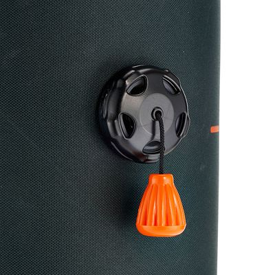 Accessoires randonnée douche portable avec eau sous pression.