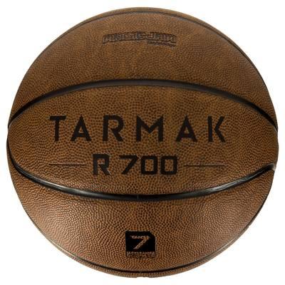 Ballon de basket adulte R700 taille 7 marron. Increvable et super toucher.